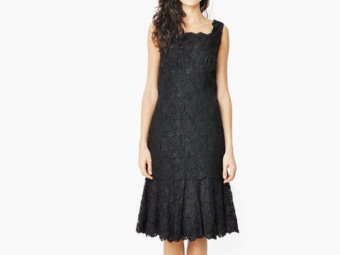 Vintage Slim Lace Dress with a scalloped skirt