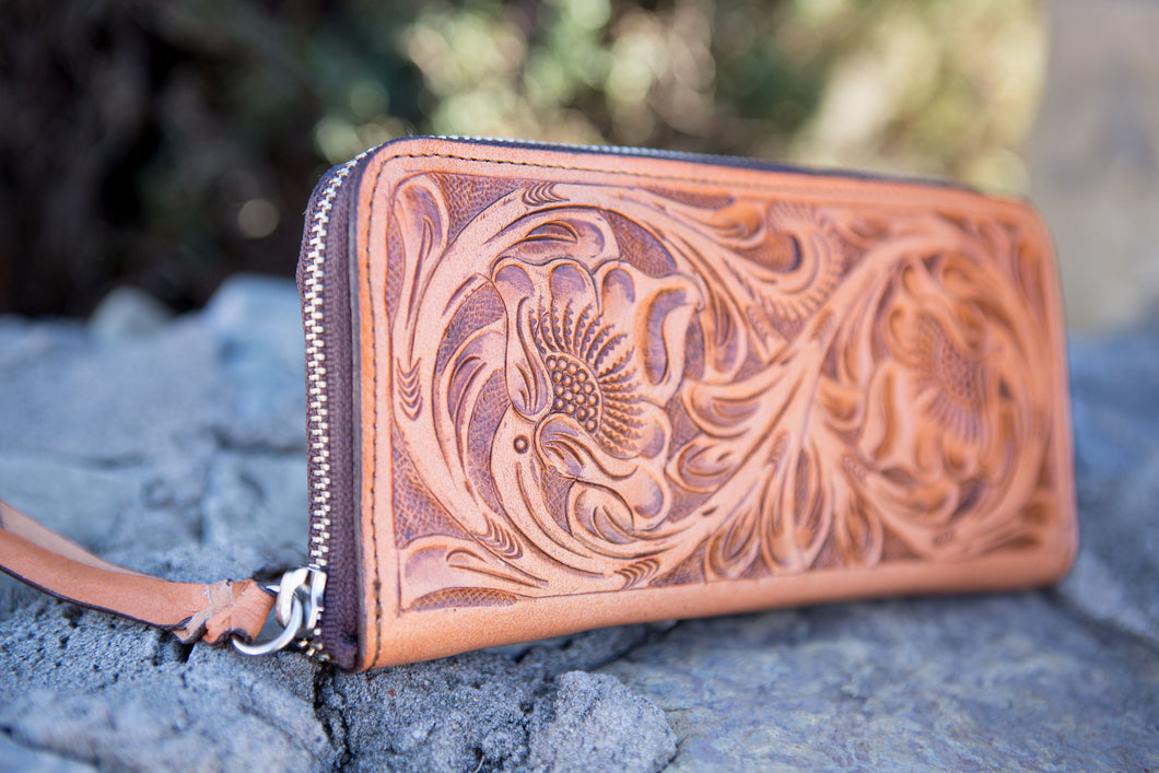 Women's Leather Accordion Wallet