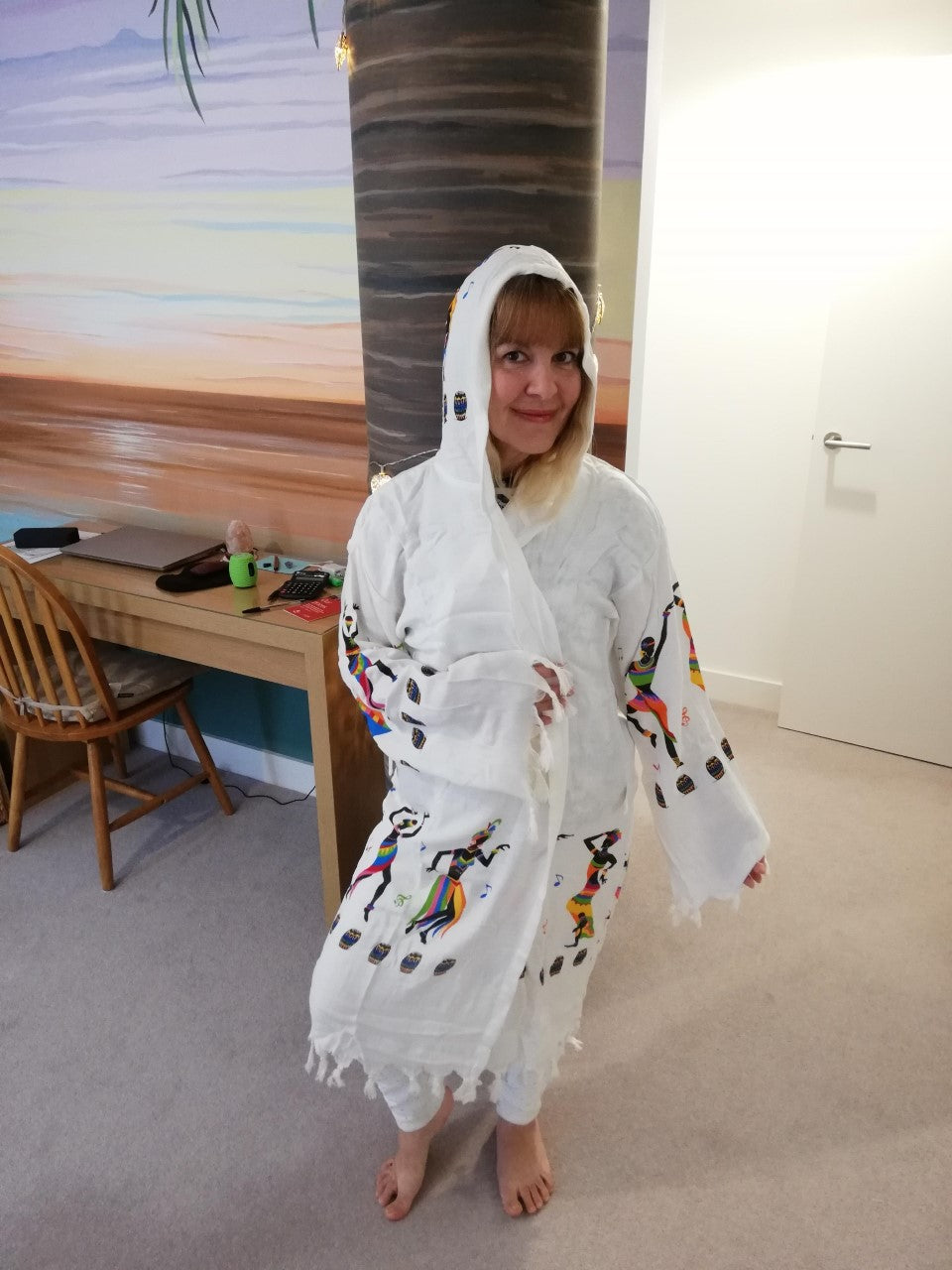 Dancing & Drums design robe