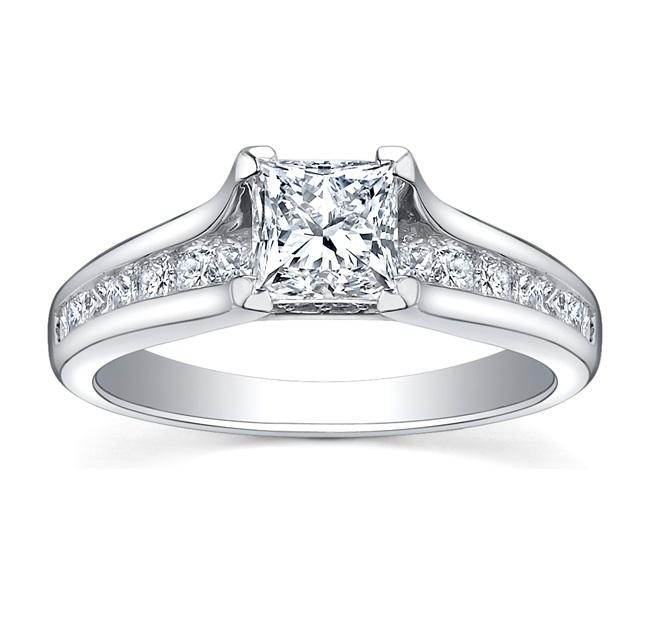 18KT WHITE GOLD 0.65CTTW  RING WITH A 0.40CT PRINCESS CUT CANADIAN CENTER