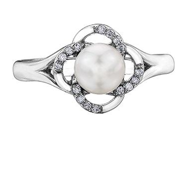 10kt White Gold Pearl and Diamond Flower Ring