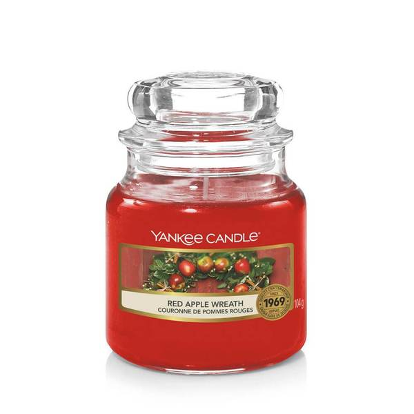 Yankee Candle Red Apple Wreath Small Jar - TOSYS Candles and Gifts