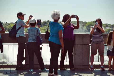 Canada enjoins non-essential U.S. tourists to stay at home