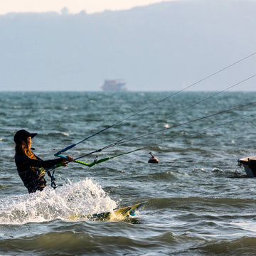[Certificate] 4-Hour Beginner Kiteboarding Lesson