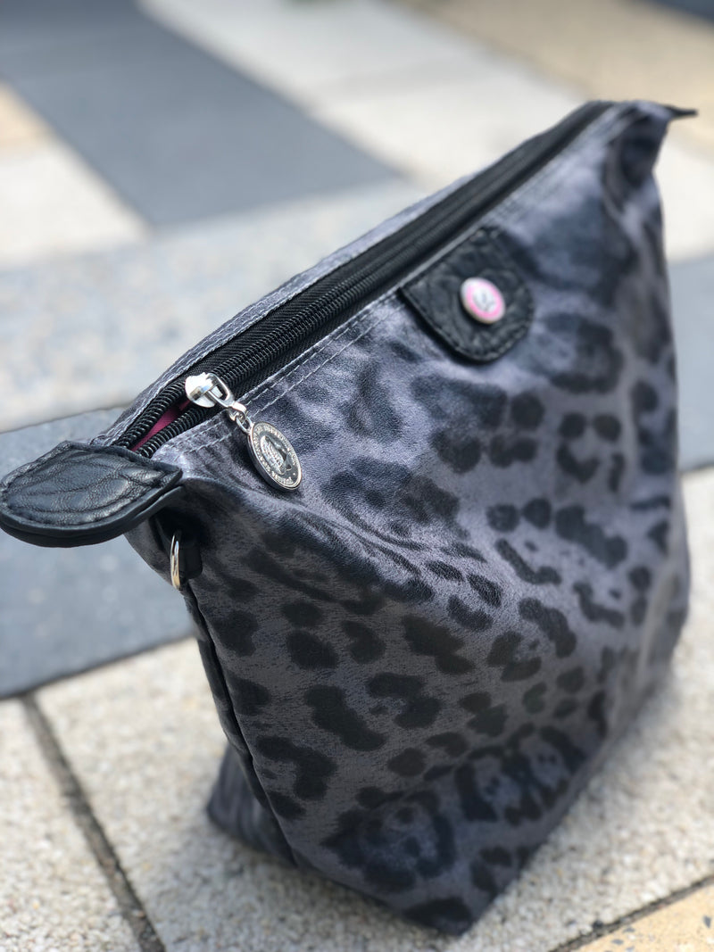 Toiletry bag Leopard Gray