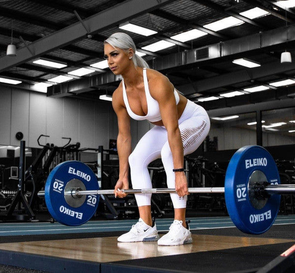 Lauren Simpson deadlifting