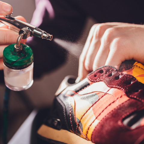 Shoe paint for leather shoes