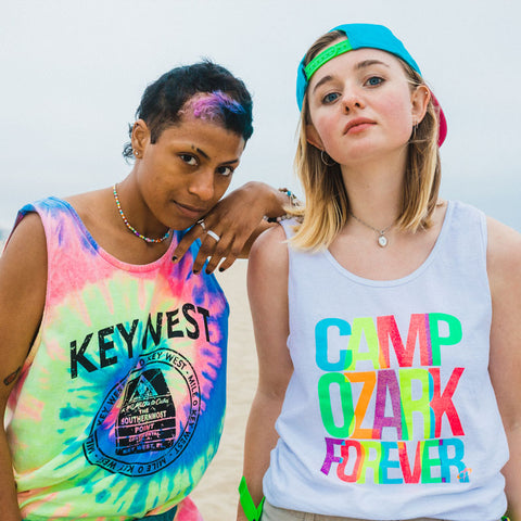 thrifted-mens-tank-tops-neon-colors-with-secondhand-fanny-packs-summer-outfits