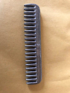 Tail pulling comb