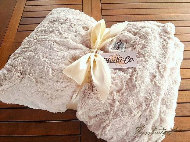 CHAMPAGNE BELLA COUTURE THROW
