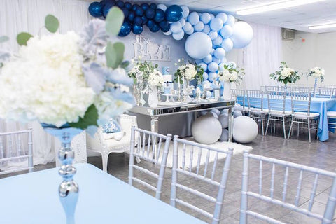 La table de la Baby Shower tout en bleu