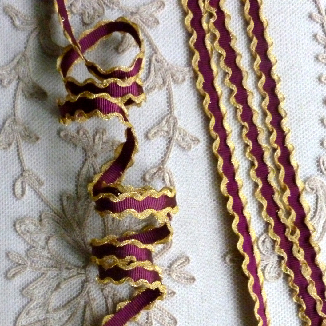 Gold Metal Ruffled Edged Trim
