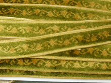 Load image into Gallery viewer, Vintage French Velveteen Green & Gold Stylized Garland