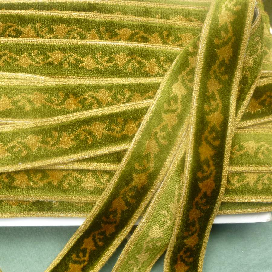 Vintage French Velveteen Green & Gold Stylized Garland