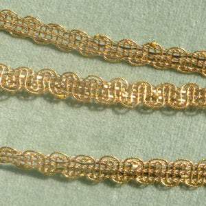 Dainty Gold Metal Trim with Scalloped Borders