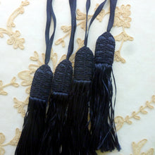 Load image into Gallery viewer, Antique Netted Cord Top Tassel