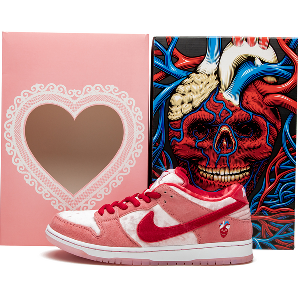 Nike SB Dunk Low - Strange Love (Special Box)