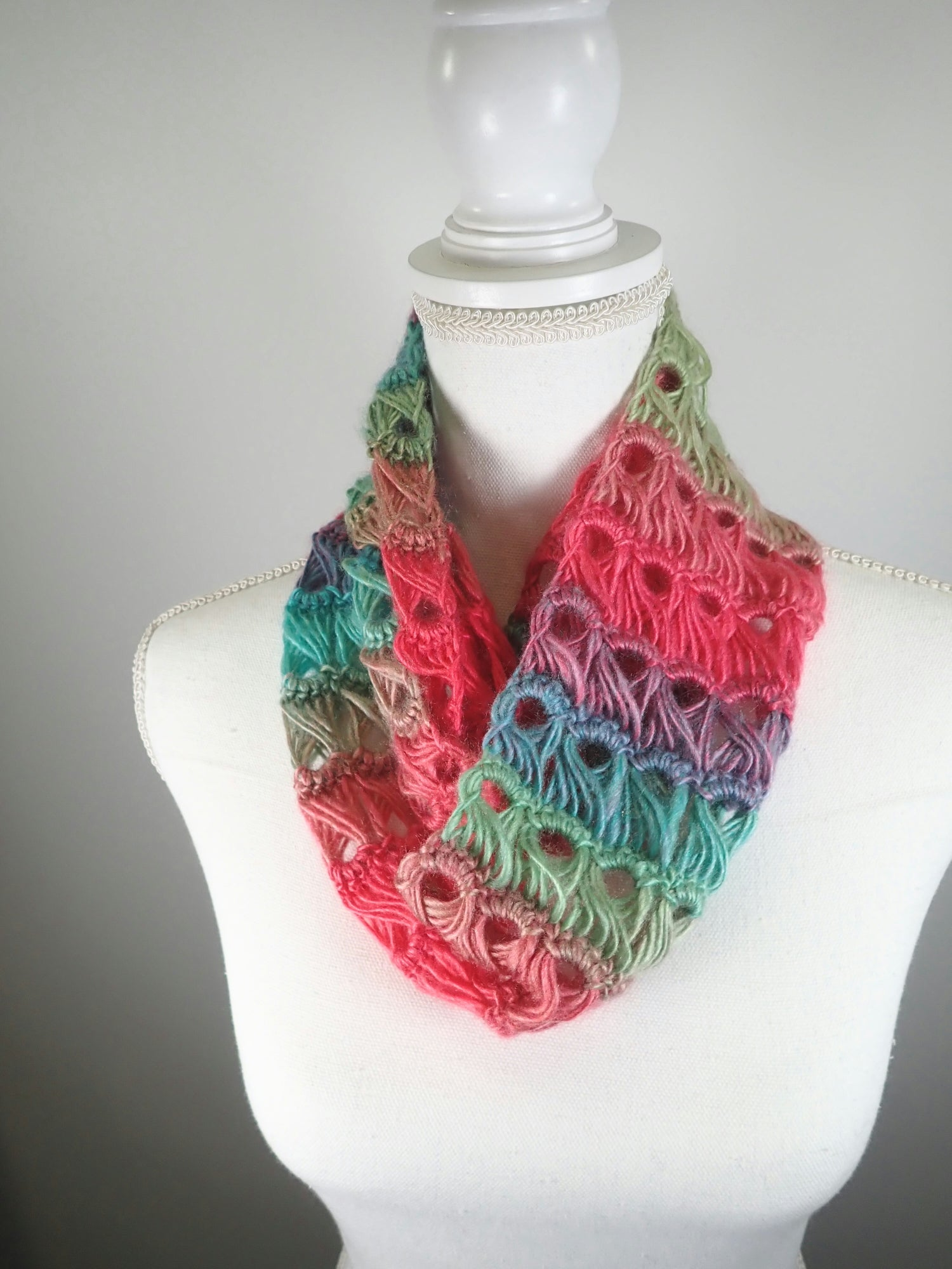 Gifts for her - Infinity scarf - womens crochet scarf - warm scarf - acrylic hand crochet scarf, - womens gift ideas - Colorful scarf