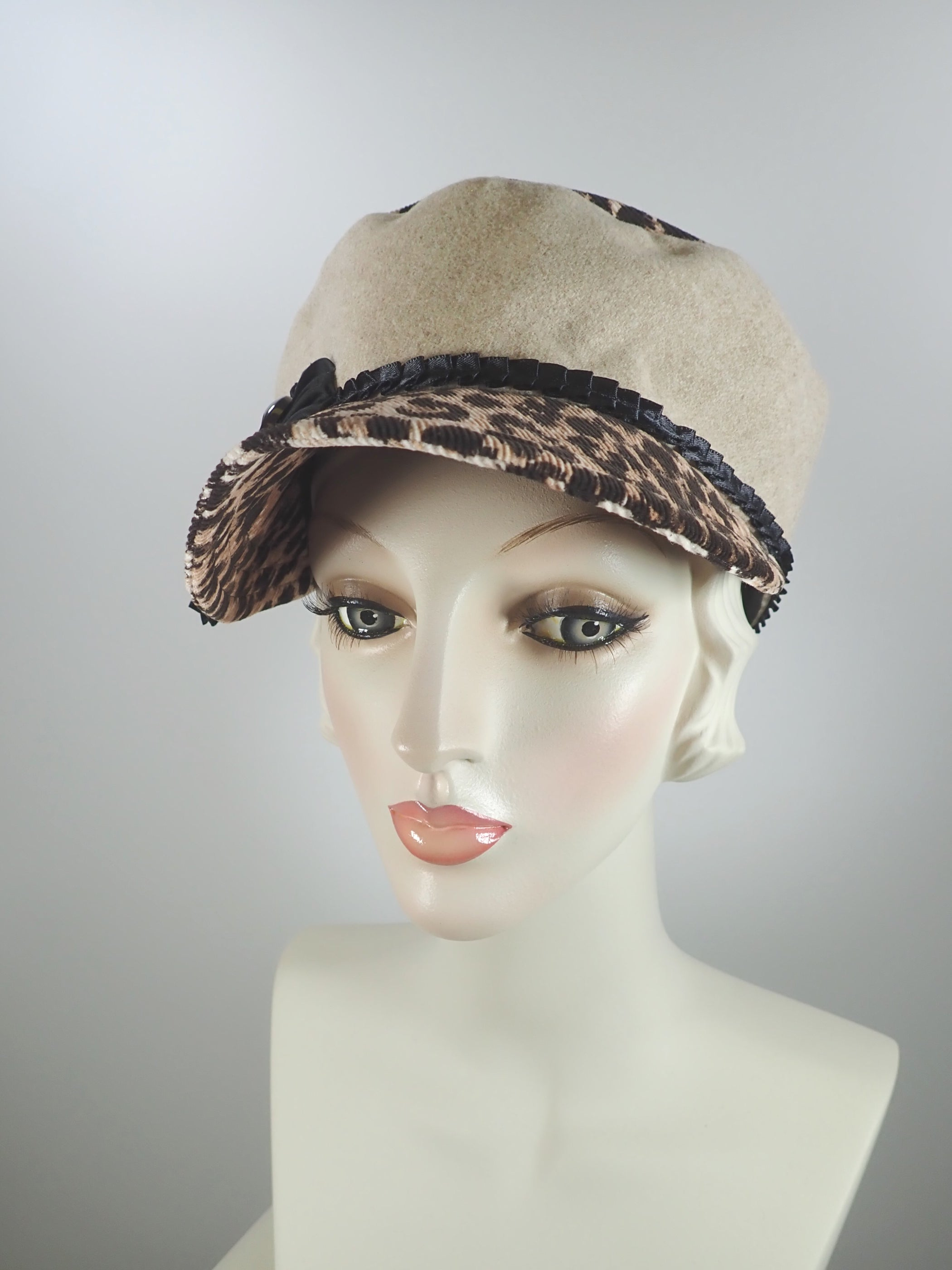 Large size womens fall and winter military style leopard print newsboy hat with visor