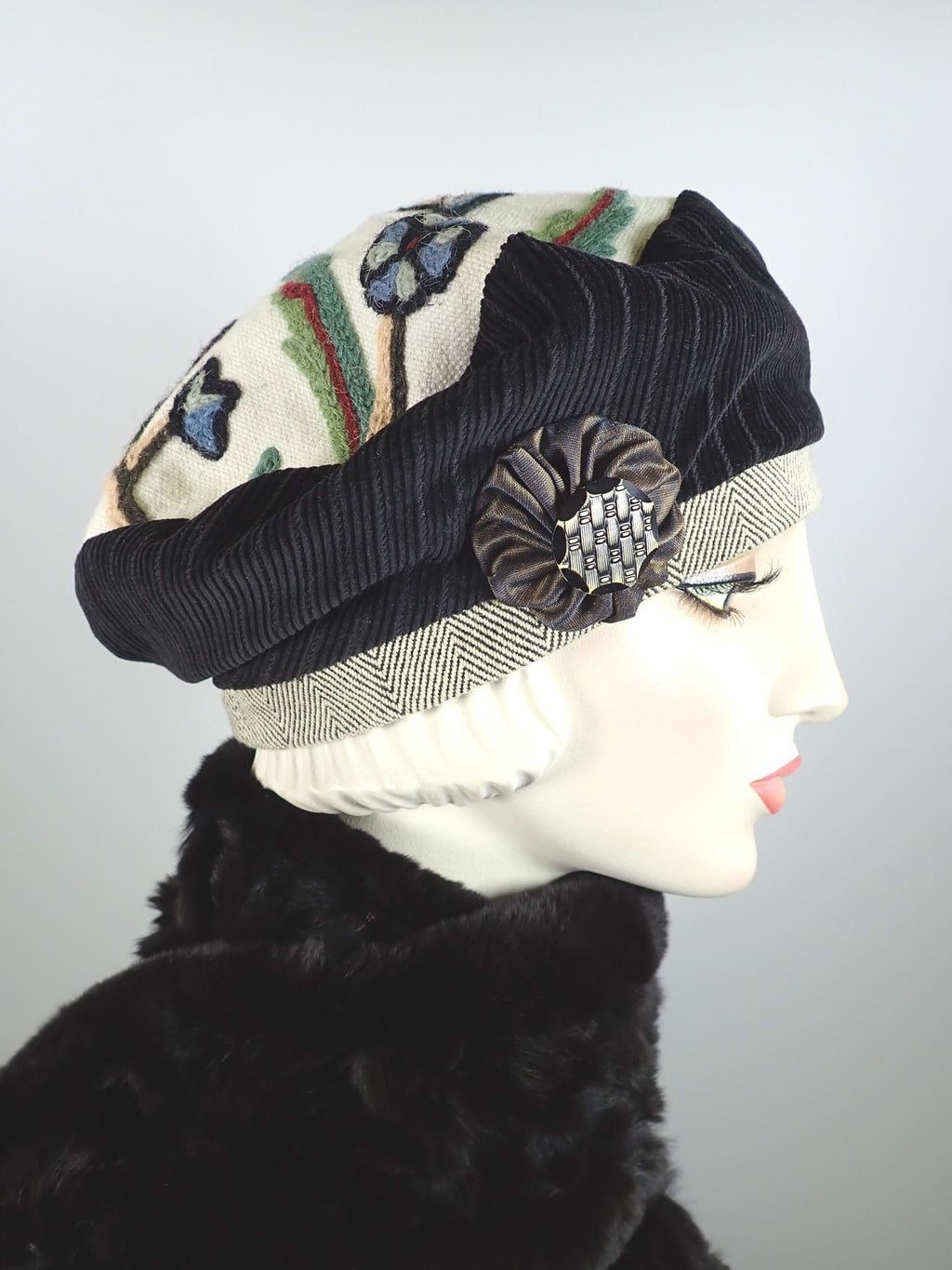 Sustainable tapestry fabric beret with black accents