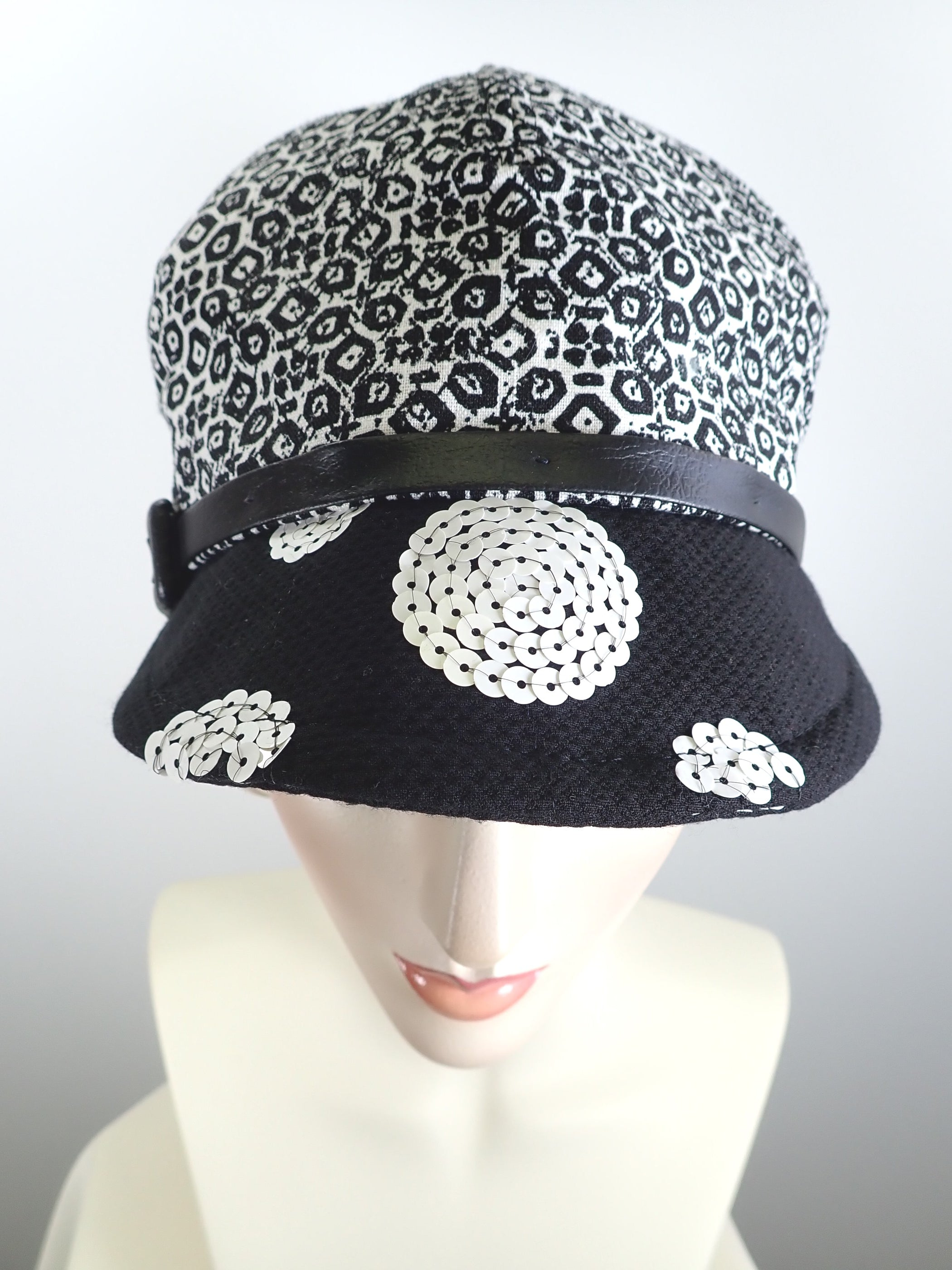 Womens Summer Hat Black and White. Linen Baseball Newsboy Cap. Womens Visor Hat. Travel Cap. Summer Cool Linen Hat. Casual eco friendly hat.