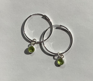 Green Eyed Kitty Deco Silver Hoops - Peridot