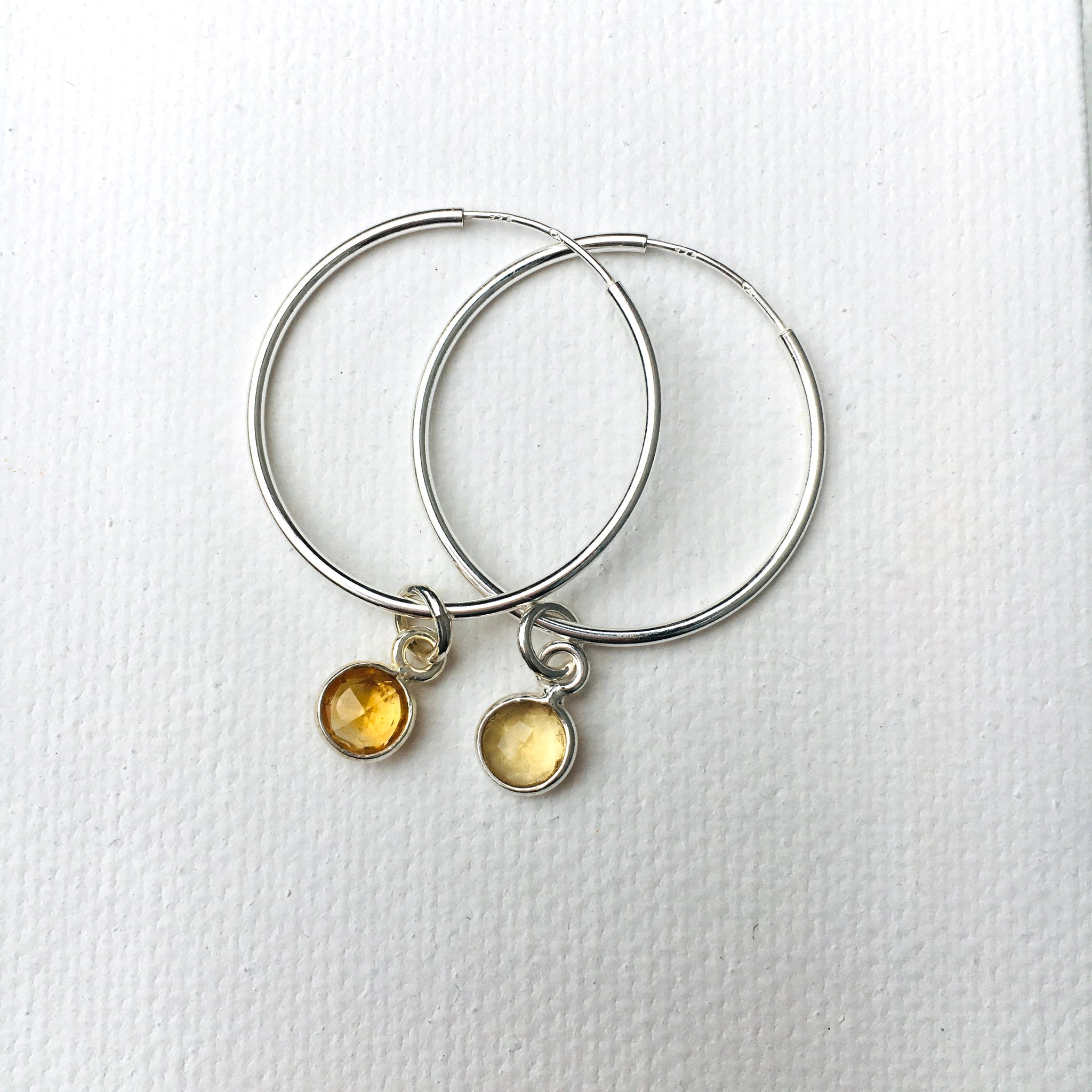 Green Eyed Kitty Deco Silver Hoops - Citrine