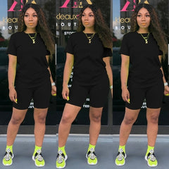 T-shirt and Tight-fitting Shorts Simple Style Tracksuit Outfit