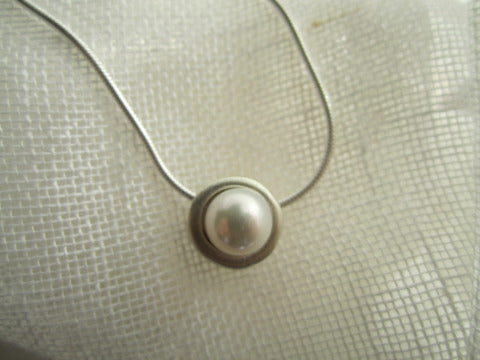 Philippa Roberts sliding pearl sterling necklace