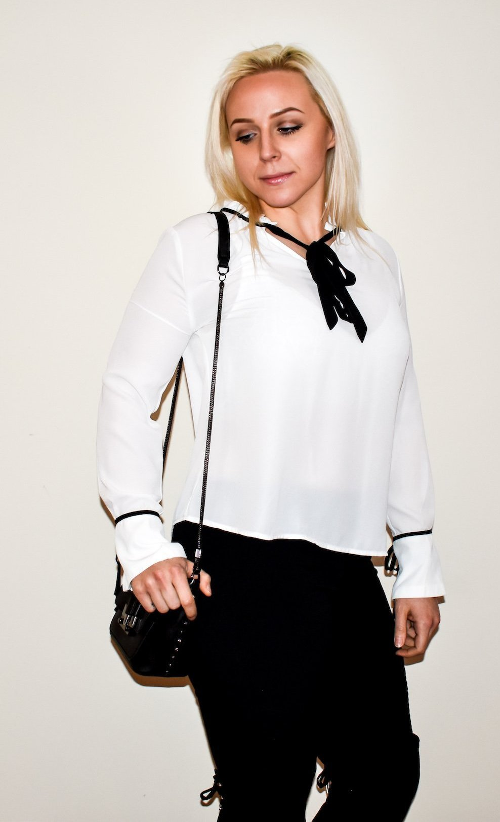 BLACK & WHITE PLEATED COLLAR BLOUSE