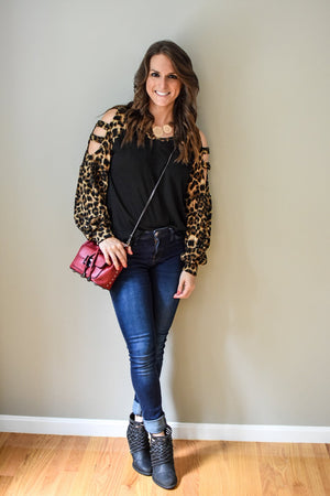 CUT OUT LEOPARD SLEEVE TOP (BLACK)