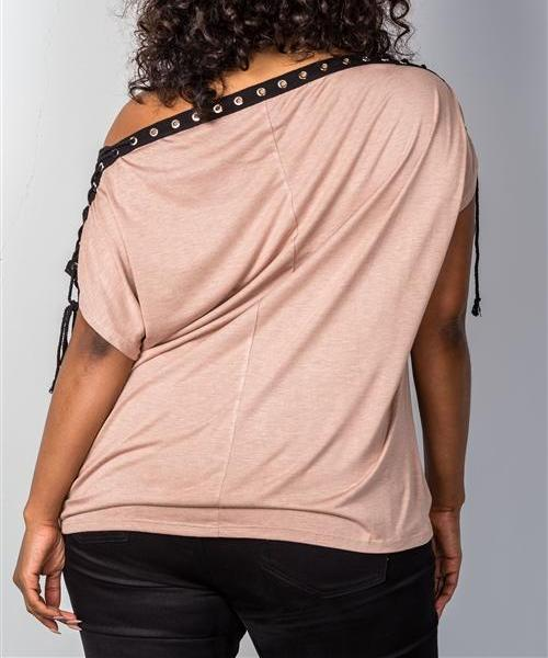 LACE-UP NECKLINE TOP IN MOCHA (PLUS)