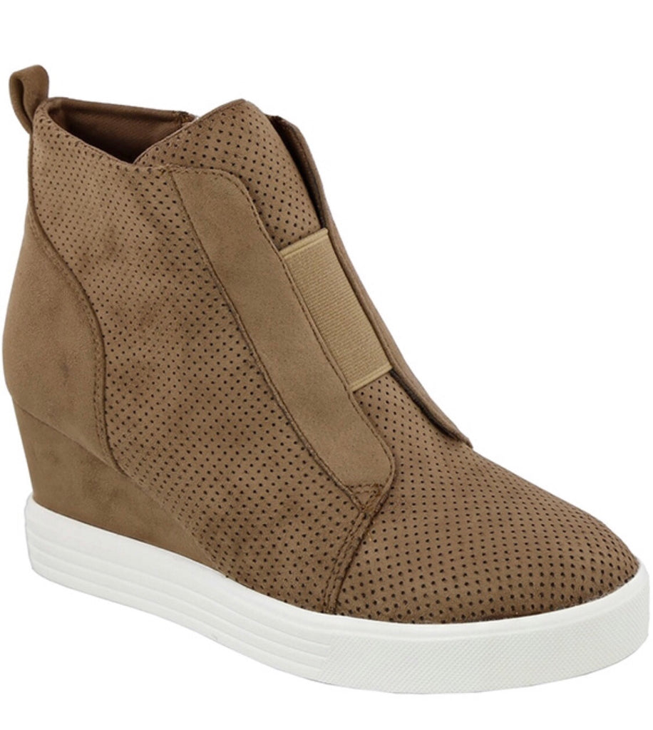 High-Top Fashion Shoe