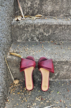 Load image into Gallery viewer, Sala Chaussures Odette Swandals in Oxblood