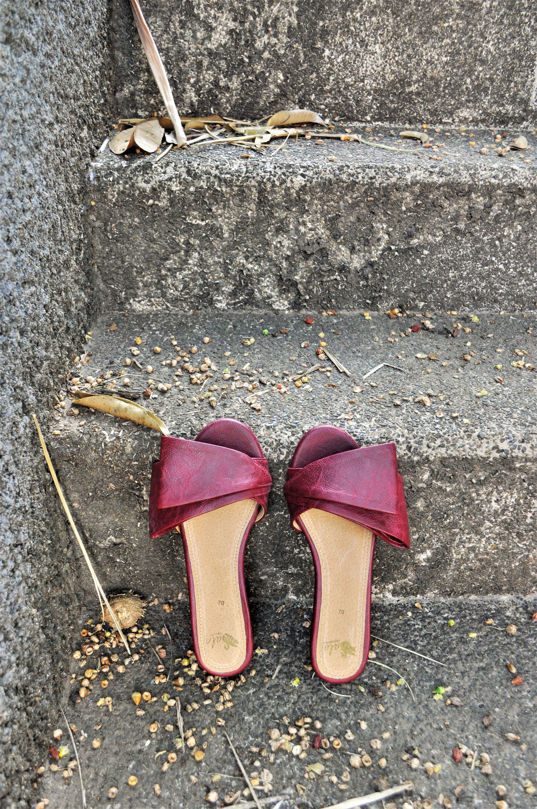 Sala Chaussures Odette Swandals in Oxblood
