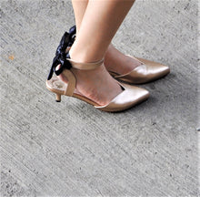 Load image into Gallery viewer, Sala Chaussures Rose Kitten Heels with Bows