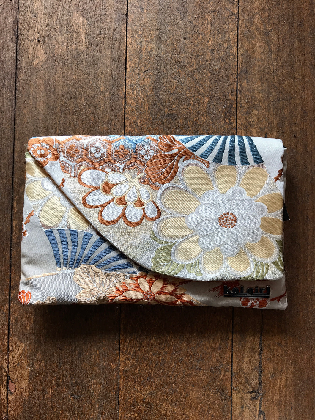 Neutral Floral Clutch
