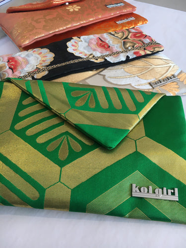 Green Pine Bark Clutch