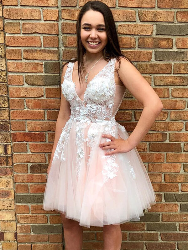 V-neck Short Tulle Homecoming Dress with Applique