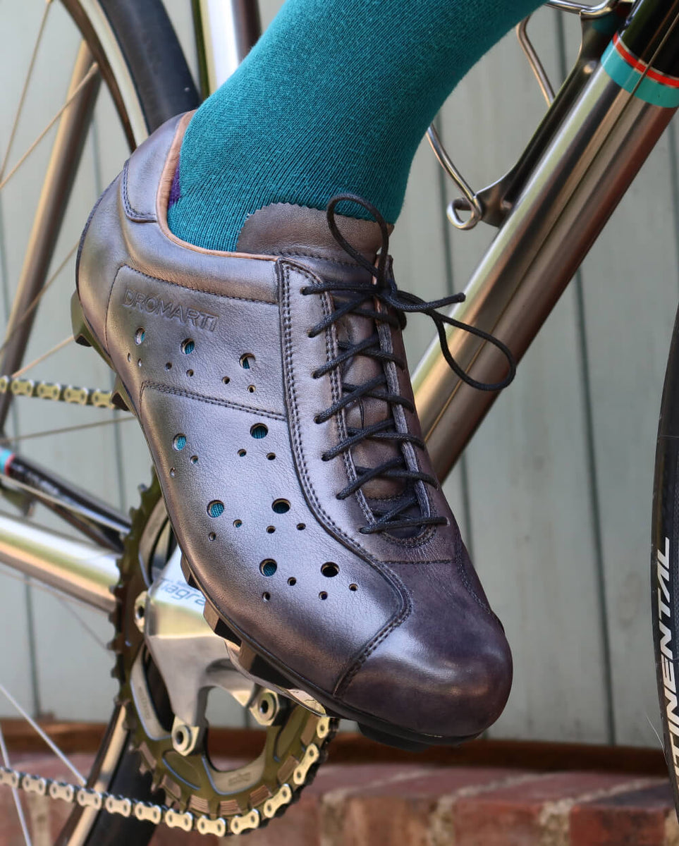 Vintage grey leather cycling shoes