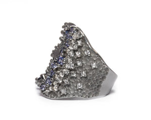 Pacific Mystère left view | Black Gold Sterling Silver Plated Ring for Ladies | Kukka Jewelry