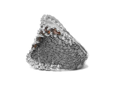 Women' s Ring Side left | 18kt White Rhodium | Kukka Jewelry