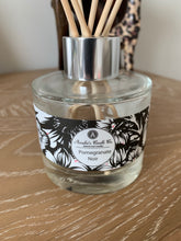Load image into Gallery viewer, Luxury Reed Diffuser - Pomegranate Noir - Amelia's Candle Co