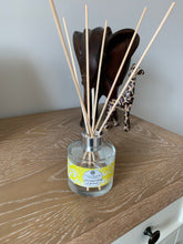 Load image into Gallery viewer, Luxury Reed Diffuser - Himalayan Cedar & Jasmine - Amelia's Candle Co