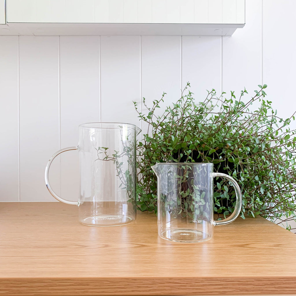 GLASS MEASURING JUGS
