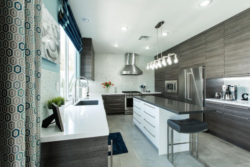 Stunning kitchen with frosted and silver tile