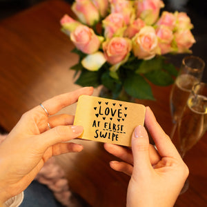 'Love At First Swipe' Online Dating Wallet Card