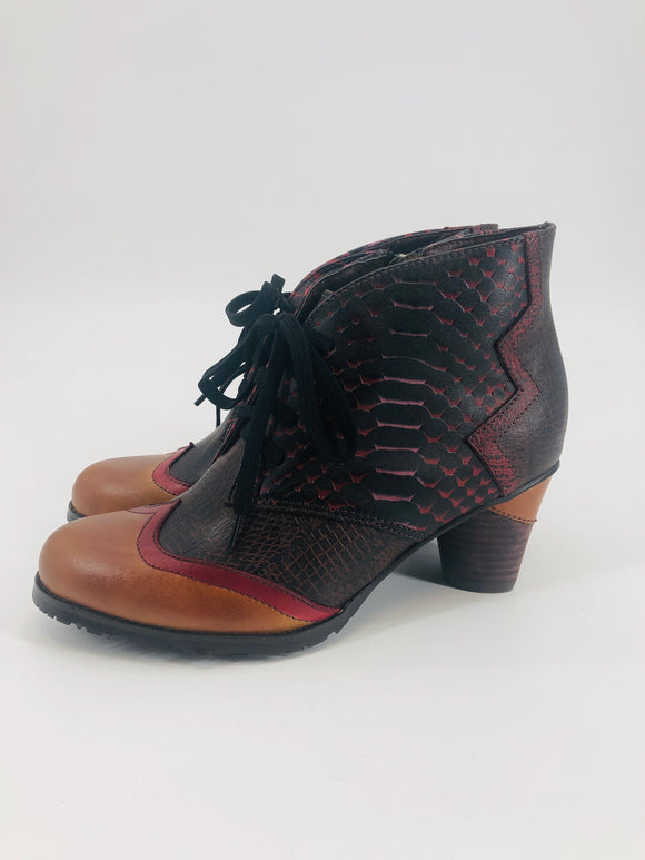 Vintage Lace-up Leather Bootie