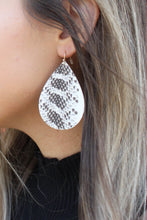 Load image into Gallery viewer, It Girl Earrings