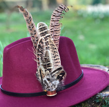Load image into Gallery viewer, Burgundy Fedora Hat & Brooch.